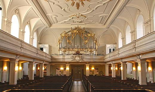Blick zur Orgel, Foto: Evelyn Schetterer (Architekturbüro Abri + Raabe)