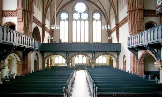 Kirchraum Blick zur großen Empore (Südwestseite)