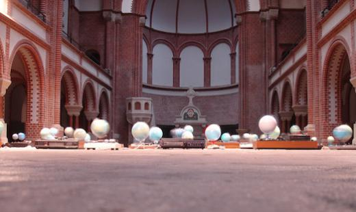 """In Memoriam Galileo Galileo"" - Installation von Alex Flemming, 2008"