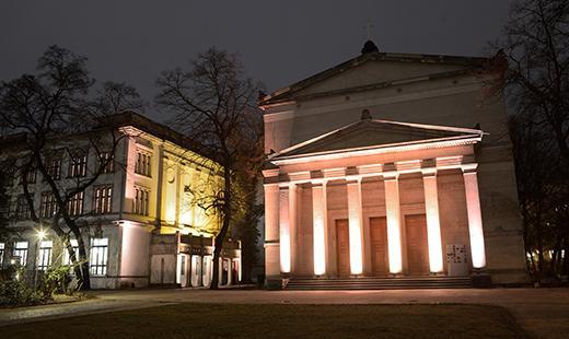 Villa Elisabeth und St. Elisabeth-Kirche beleuchtet